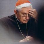 Cardeal-Ratzinger-a-escrever-e-meditar
